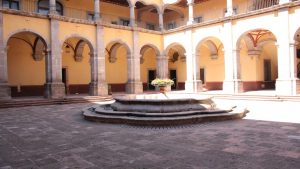 patio-del-claustro-del-centro-de-las-artes-de-queretaro-1030x579